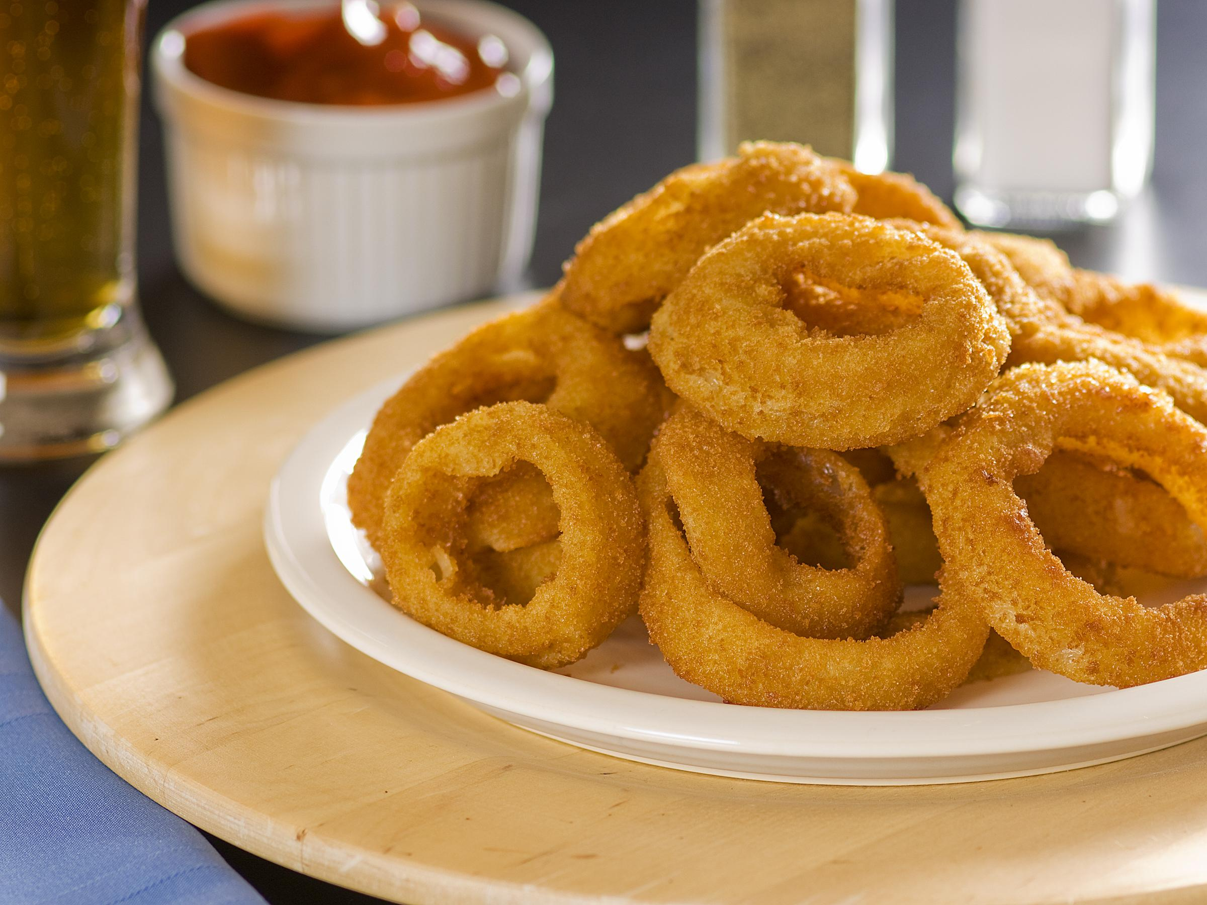 dessert saving sauce with room dipping onion for spicy rings